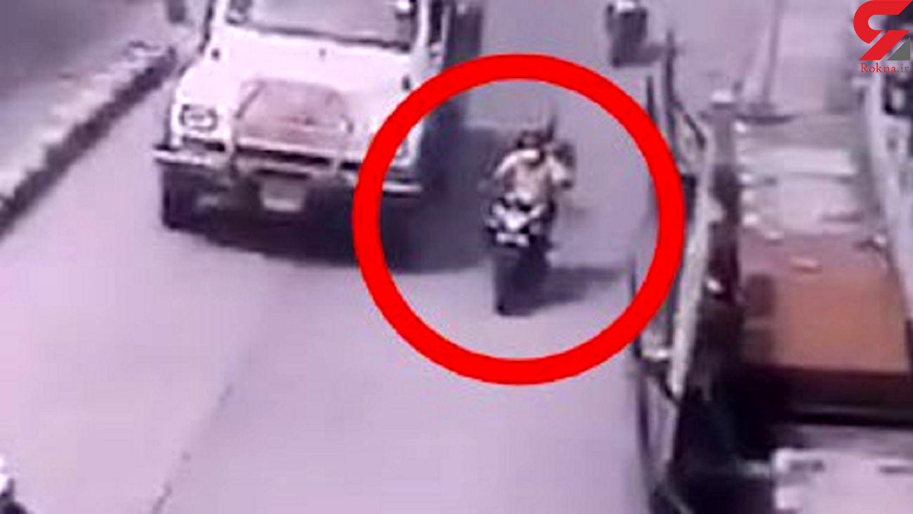 اشتباه مرگباری که جان موتورسوار را گرفت! + فیلم