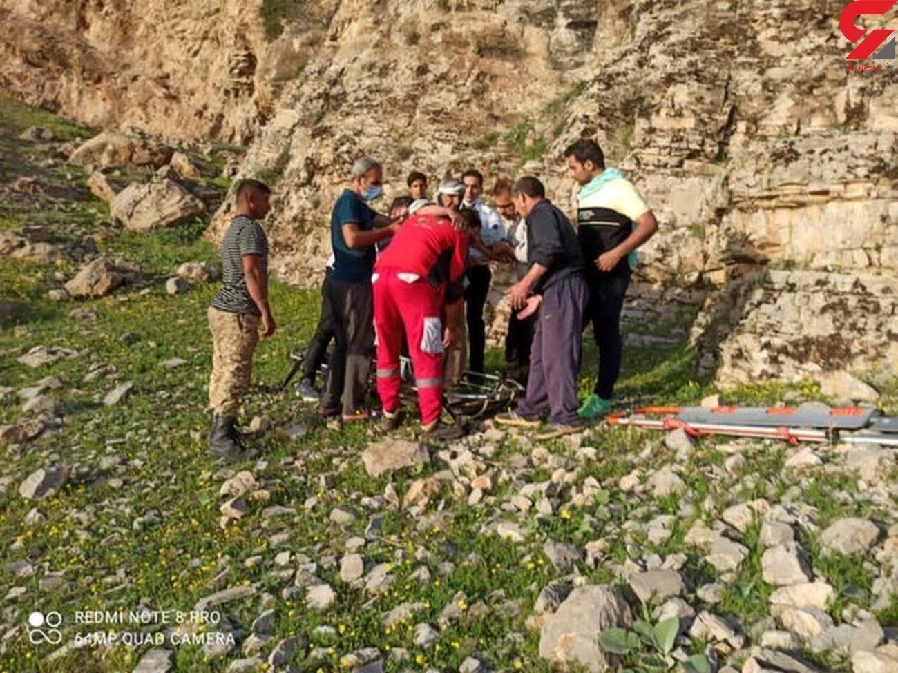 سقوط پیرمرد ۸۰ ساله خرم آبادی از کوه / او زنده است + عکس