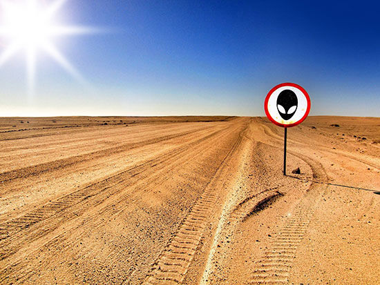 مکانهای مرموز کشف شده در گوگلارث / از فرودگاه فرازمینیها تا مرد هدفون به گوش در بیابان