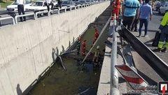 سقوط پژو 206 به کانال آب 4 متری بزرگراه باکری + عکس