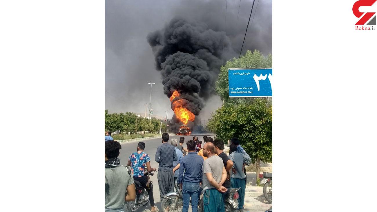 آتش سوزی مخزن سوخت کامیون / خطر انفجار مرگبار در یک قدمی مردم فسا + عکس