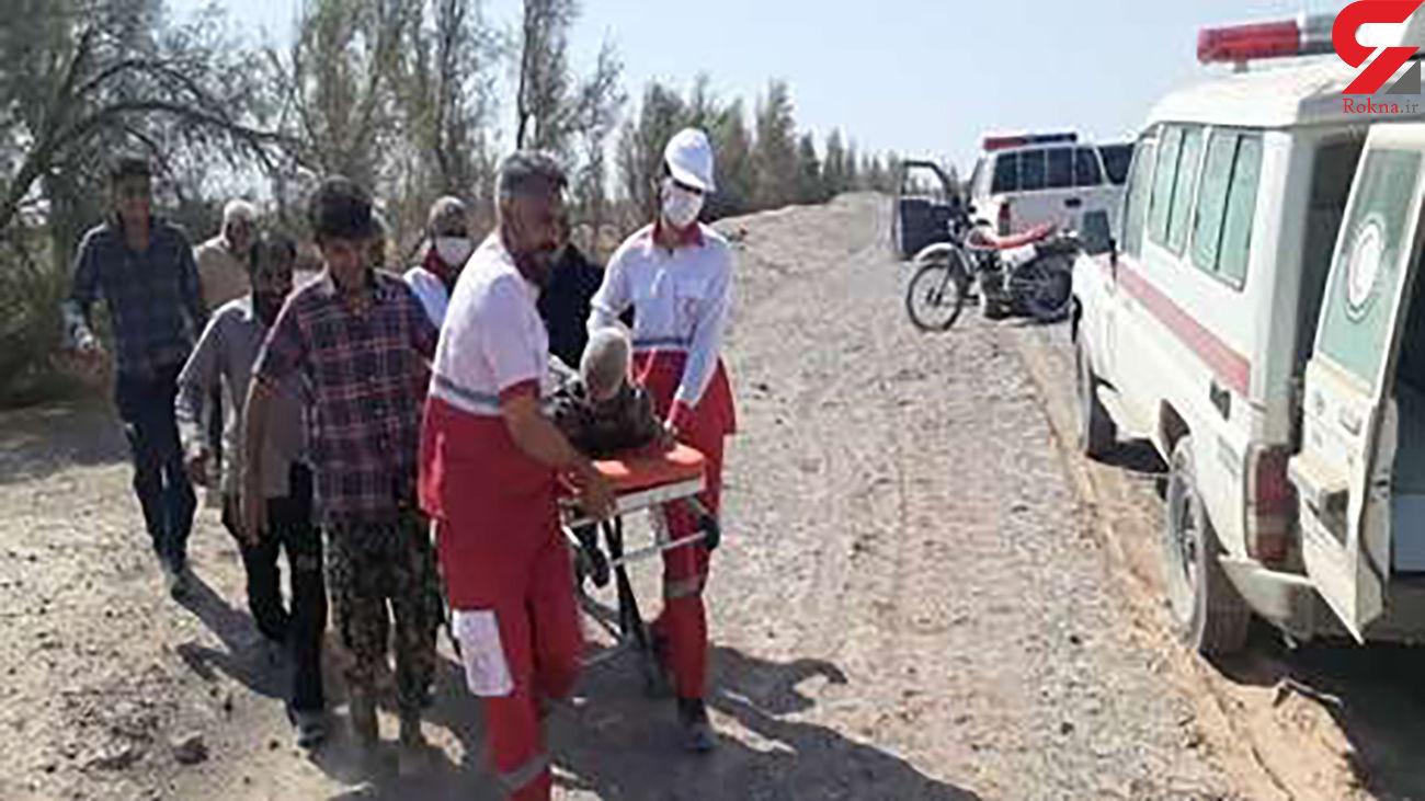 نجات پیرمرد 90 ساله گمشده در کویر کرمان + عکس