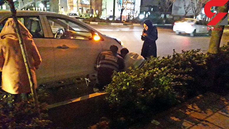 عکس 2 پلیس مهربان در تهران
