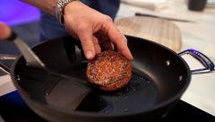 نخستین گوشت بیف برگر آزمایشگاهی در رستوران ها به فروش می رسد
