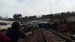 خروج قطار از ریل در مراکش دهها کشته و زخمی بر جا گذاشت+تصاویر