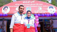 اینجا عشق مرزی ندارد /  کمک رسانی زن و شوهر جوان مازندرانی به مسافران نوروزی + عکس