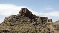 قلعهای 2500 ساله که در آن آب سربالایی میرفته!