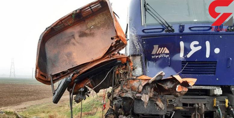 عکس های وحشتناک از تصادف مرگبار کامیون و قطار تهران- رشت