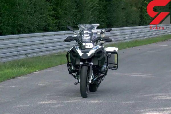 موتورسیکلت بدون راننده در خیابان ها ویراژ می دهد
