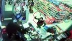 فیلم حمله سارق با تبر به یک فروشگاه + تصاویر