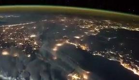 فیلم لحظه رعد و برق از نمای بیرونی کره زمین + فیلم