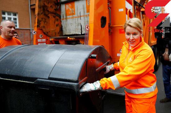 جمع آوری زباله توسط خانم وزیر + تصاویر
