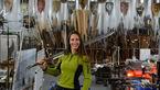 این زن زیبا برای سریال محبوب دنیا شمشیر میسازد! +عکس ها