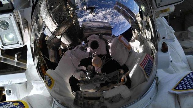 سلفی خیره کننده فضانورد ناسا عکس روز شد!