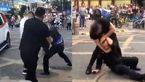2 شرور مامور پلیس را بی رحمانه زیر مشت و لگد گرفتند / هر دو دستگیر شدند + فیلم