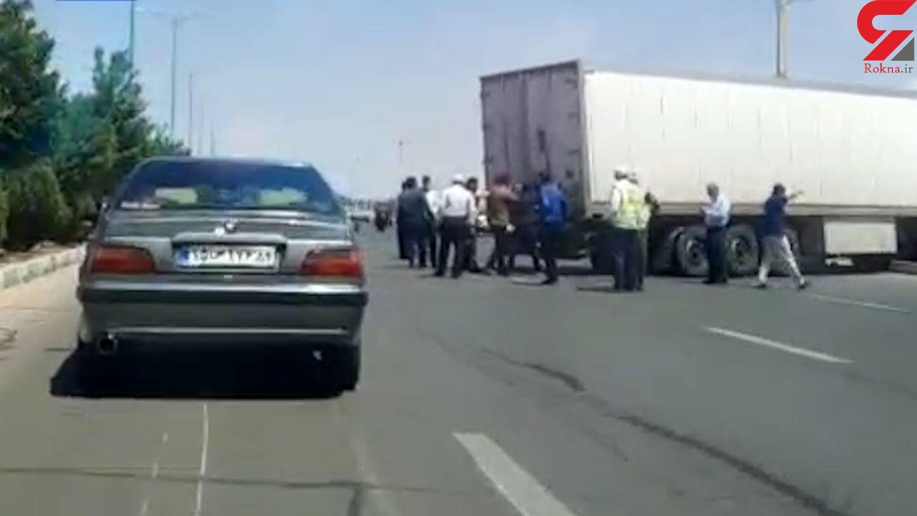 فیلم / صحنه درگیری مسلحانه مردان ناشناس با نیروی انتظامی یزد