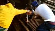 لحظه نجات دختربچه از زیر ریل قطار / در نیویورک رخ داد + عکس