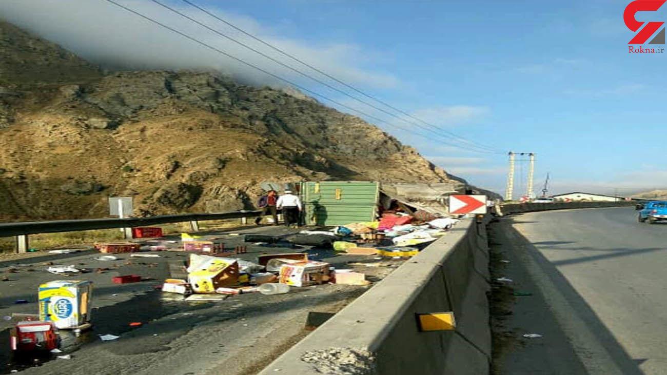 بازگشایی جاده هراز پس از حادثه واژگونی کامیون باری