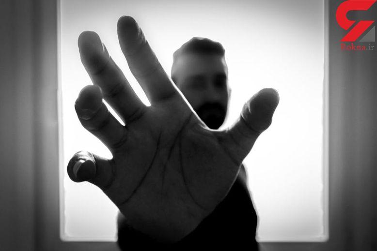 تجاوز جنسی به زنان خانه دار توسط پیک غول پیکر موتورسوار