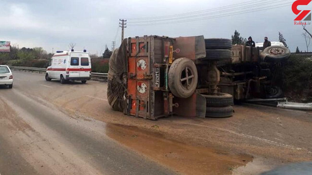 واژگونی کامیون در بزرگراه آزادگان +عکس
