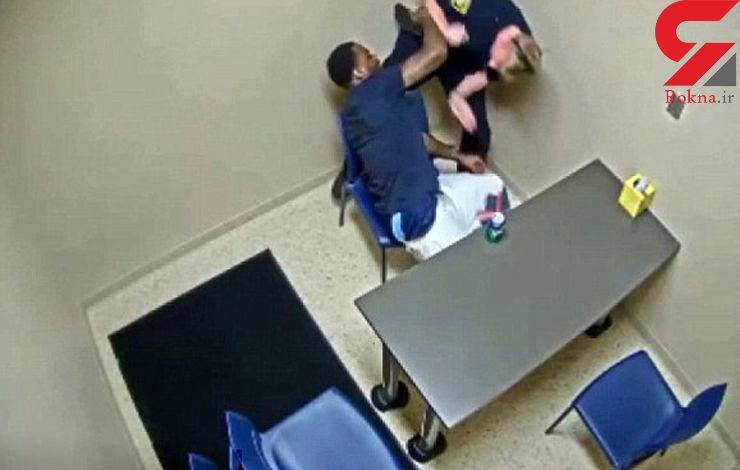 قاتل فرصت طلب اسلحه کمری پلیس را  برداشت / فیلم درگیری در اتاق بازجویی+ تصاویر