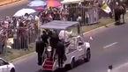 اسب پلیس مقابل ماشین پاپ رَم کرد! + فیلم