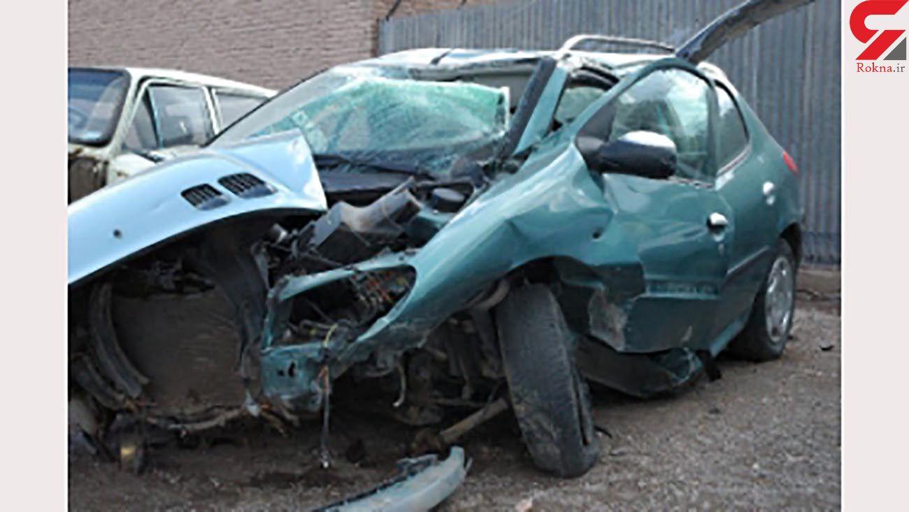 برخورد مرگبار پژو با دیوار در انزلی / جوان 24 ساله در دم جان باخت