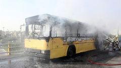 اتوبوس مسافربری در خیابان رجایی آتش گرفت + عکس