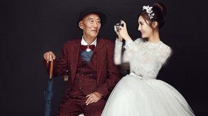 دختر جوان با داماد خیالی عروسی کرد / پدربزرگش ساقدوش او شد! +عکس