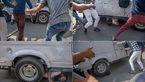 تصاویر تکاندهنده از زیر گرفتن تظاهرکنندگان کشمیری توسط خودروی زرهی پلیس هند