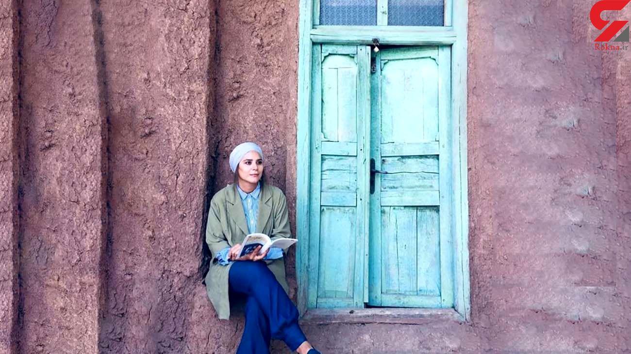 سحر دولتشاهی و کتابخوانی در یک مکان نوستالژیک + عکس