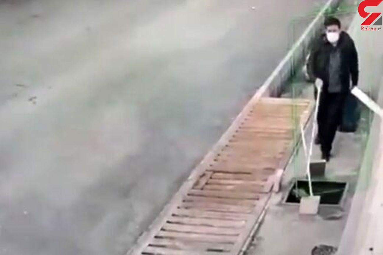 فیلم لحظه سقوط نابینای ایرانی در کانال بدون دریچه!