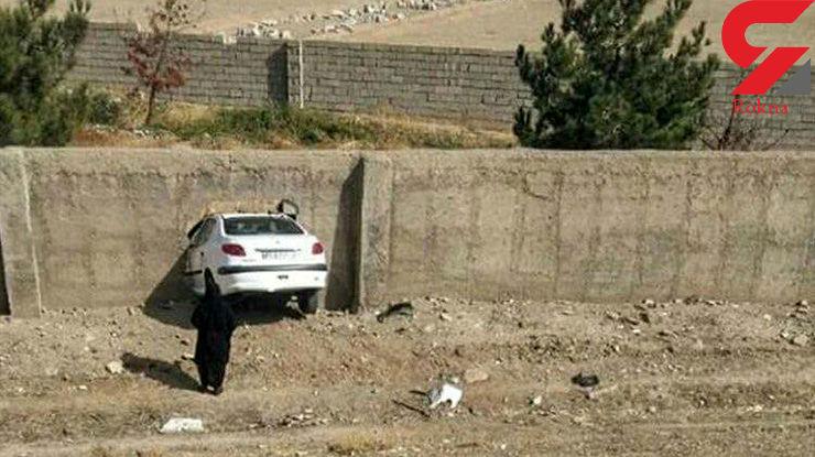 عکسی عجیب از تصادف خودروی پژو 206 با دیوار توسط راننده خانم