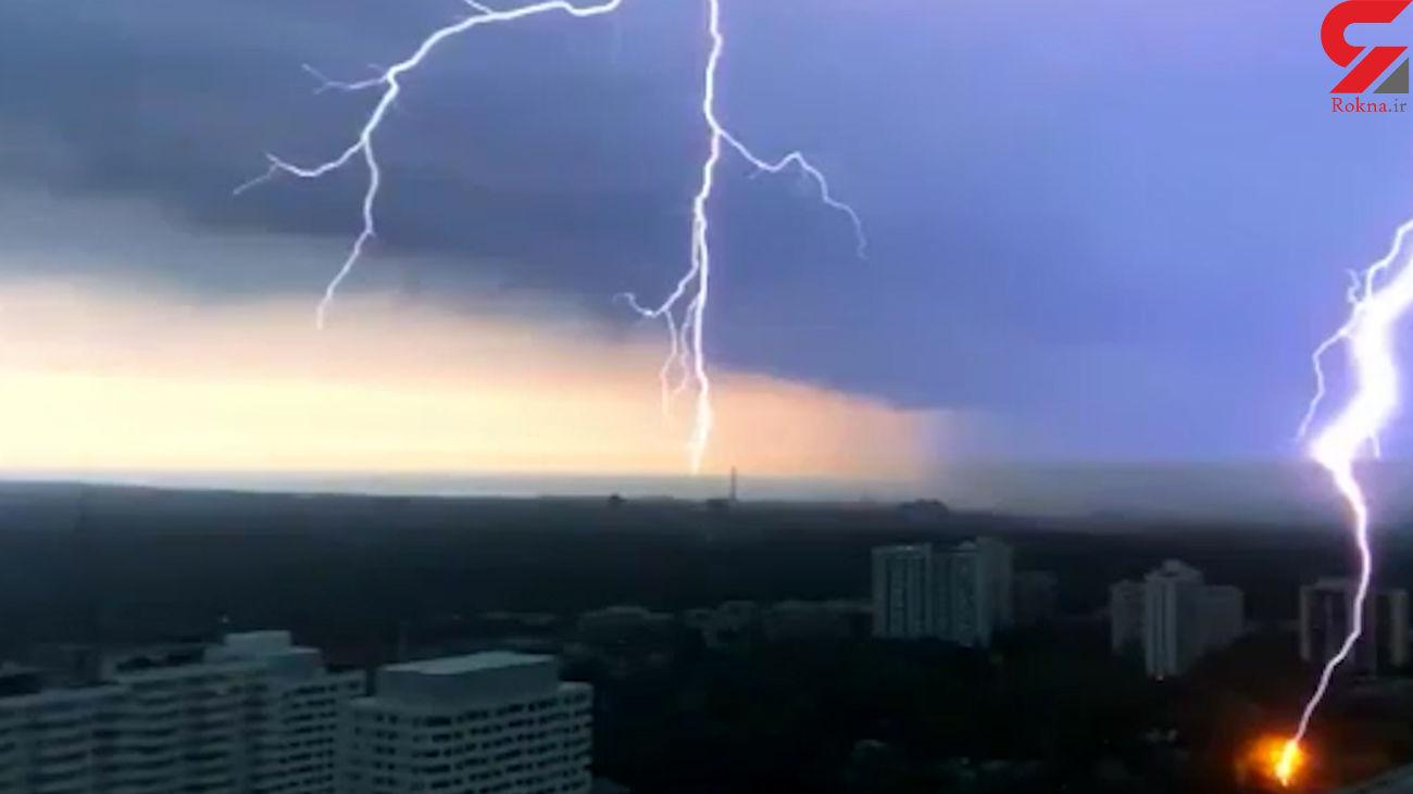 ثبت رعد و برق در آسمان کانادا + فیلم