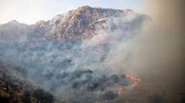 گرمای هوا کوه حاتم را به آتش کشاند + عکس و فیلم