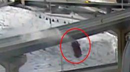 فیلم لحظه پرواز خودروی لوکس از روی پل