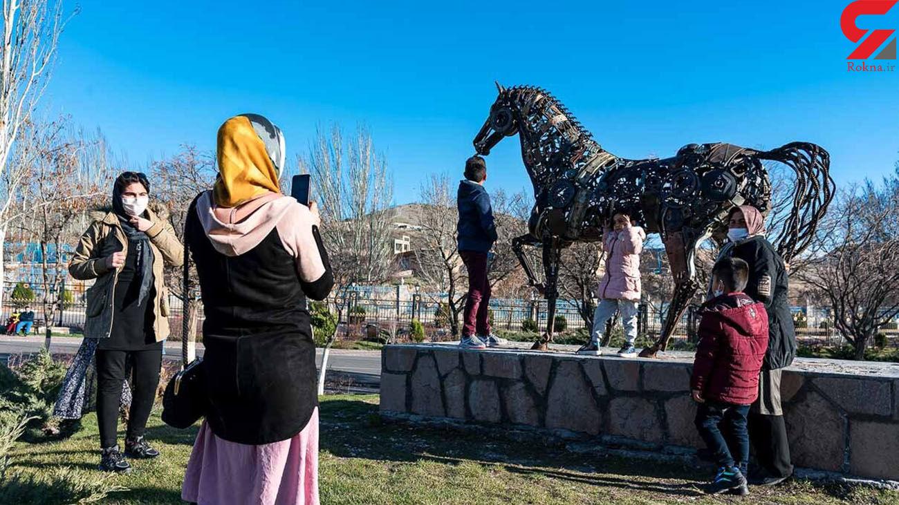 مجسمه ساز مراغه ای اسب فلزی ساخت + عکس