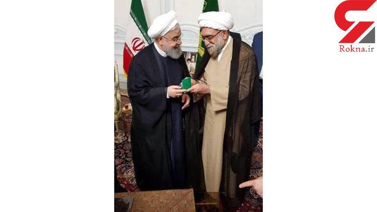 هدیه تولیت آستان قدس به رئیس جمهور