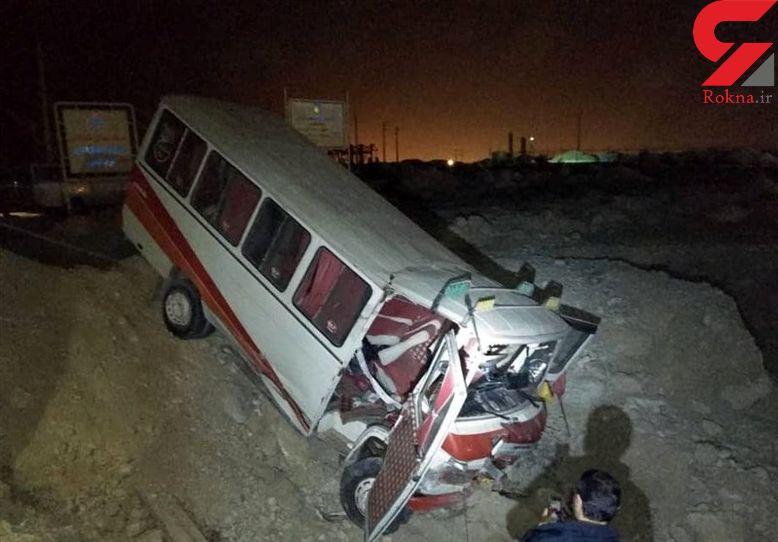 تصادف هولناک مینی بوس حامل 13 کارگران پیمانکاری پتروشیمی بوشهر+ عکس