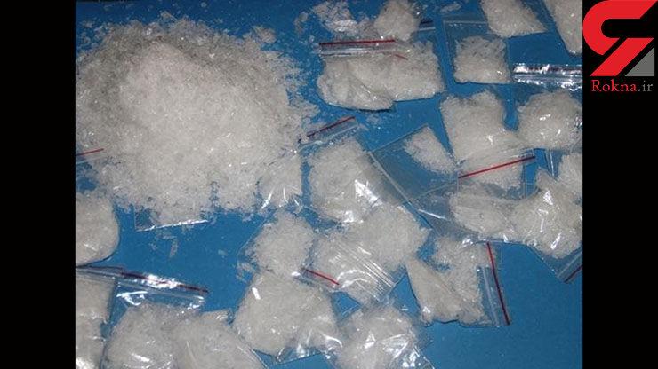 ماموران انتظامی علی آباد از یک قاچاقچی سابقه دار ۲۰۰ گرم ماده مخدر شیشه کشف کردند+عکس