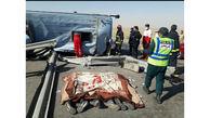 عکس تکاندهنده 3 جنازه در واژگونی مرگبار اتوبوس / در اتوبان کاشان _زاهدان رخ داد