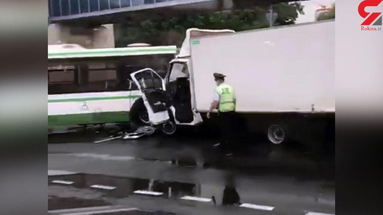 تصادف کامیونت با اتوبوس موجب جان باختن یک مسافر شد + فیلم