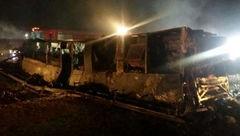 تحویل اجساد جانباختگان حادثه تصادف اتوبوس مسافربری آزاد راه نطنز +فیلم
