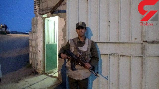 سرباز وظیفه شناس در پلدختر مسیر ۳۵ کیلومتری را پیاده آمد+ عکس