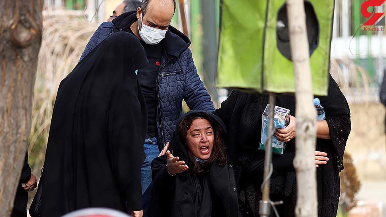عکس از گریه های شبنم کمانگر در مزار مهرداد میناوند