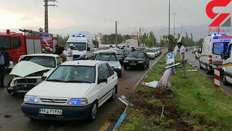 تصادف چند خودرو در مرند راننده پیکان وانت را به کشتن داد +عکس