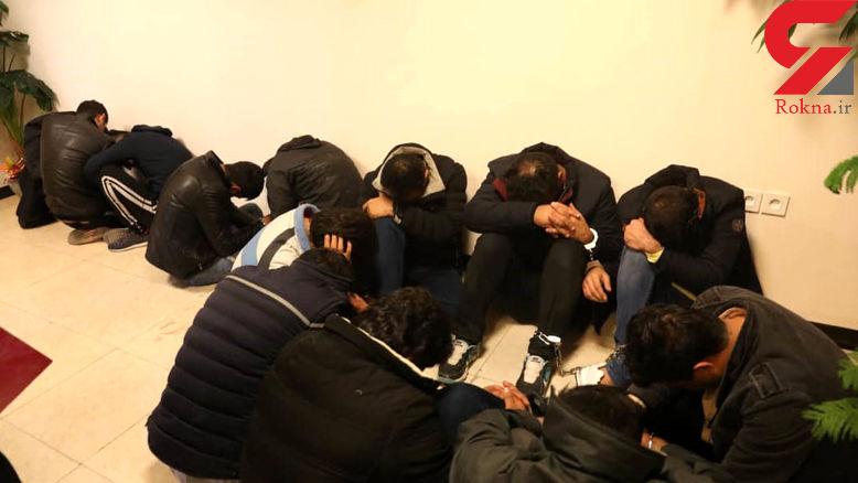 گفتگو با مریم 23 ساله که با 13 مرد در ویلای عیانی دستگیر شد + عکس و فیلم صحنه دستگیری