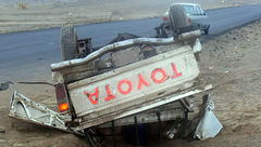 دو کشته ومجروح در واژگونی خودرو تویوتا محور خاش+ عکس