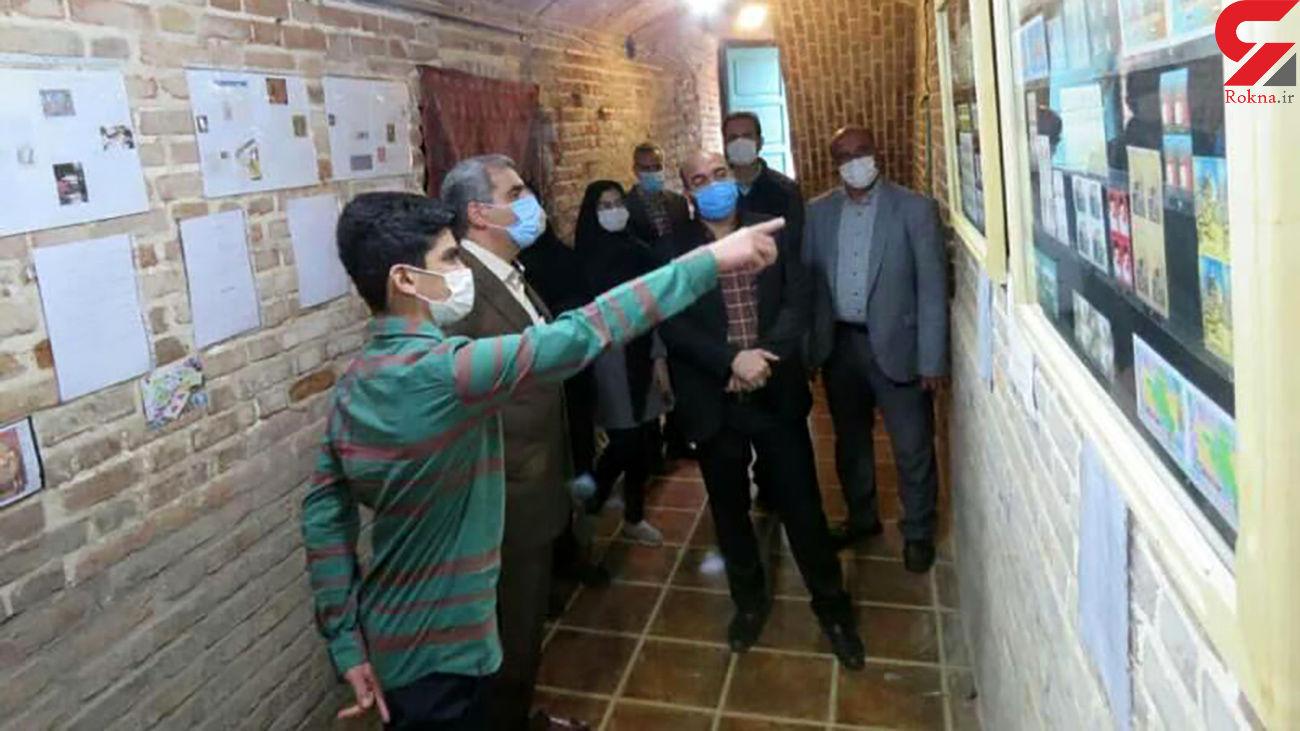 این پسر 15 ساله کلکسیون دار تمبرهای ایران است