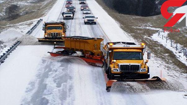امدادرسانی به ۴۰ گرفتار در برف و کولاک محورهای منطقه اورامانات کرمانشاه